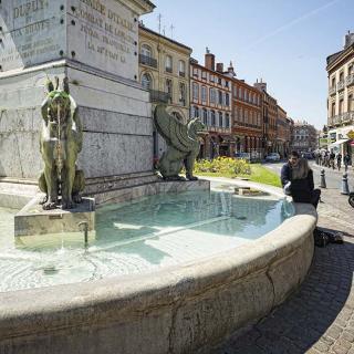 Décor pour votre tournage : la fontaine de la place Dupuy