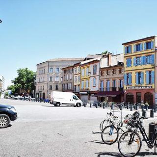 Décor pour votre tournage : la place Arnaud-Bernard à Toulouse