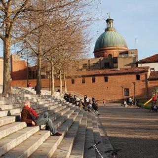 Décor pour votre tournage : les escaliers du jardin Raymond VI