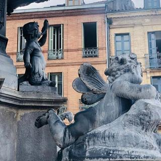 Décor pour votre tournage, fontaine place Olivier