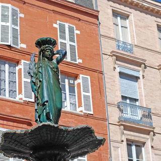 Décor pour votre tournage : la fontaine de la place Salengro à Toulouse
