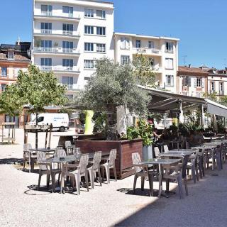 Décor pour votre tournage, la place Olivier quartier Saint-Cyprien