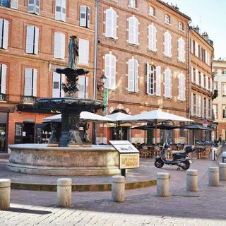 Décor pour votre tournage : la place Salengro à Toulouse