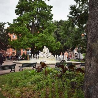 Décor pour votre tournage : la place Wilson et la statue de Pierre Goudouli