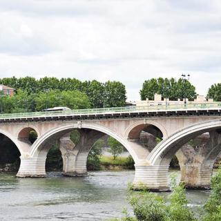 Décor pour votre tournage : le pont des Catalans sur la Garonne
