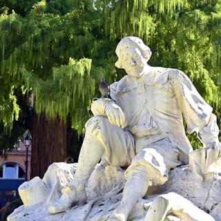 Décor pour votre tournage : la statue du poète occitan Pierre Goudouli