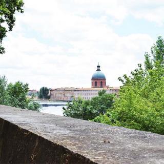 Décor pour votre tournage : la promenade du Bazacle en bord de Garonne