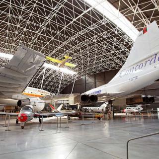 Décor pour votre tournage : intérieur musée avec le Concorde