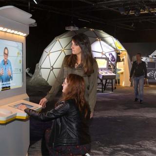 Décor pour votre tournage : l'exposition Lune à la Cité de l'espace