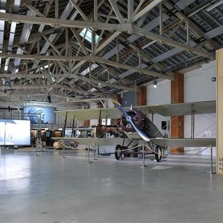 Décor pour votre tournage : le hangar à avion à l'Envol des Pionniers