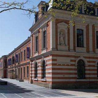 Décor pour votre tournage : le quai des Savoirs à Toulouse