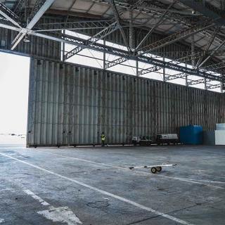 Décor pour votre tournage : les hangars de l'aérodrome