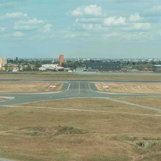Décor pour votre tournage : la piste de l'aérodrome