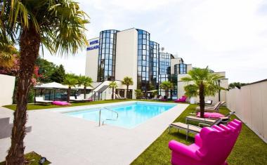 Décor pour votre tournage : la piscine de l'Hôtel Palladia
