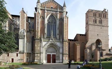 Décor pour votre tournage : le quartier Saint-Étienne et la cathédrale