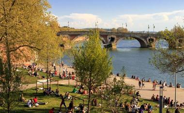 Décor pour votre tournage : les bords de Garonne à Toulouse