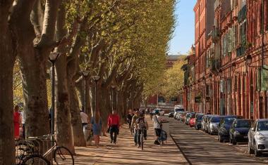Décor pour votre tournage : les quais en bord de Garonne à Toulouse