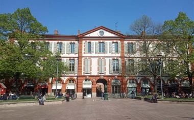 Décor pour votre tournage : la place Saint-Georges à Toulouse