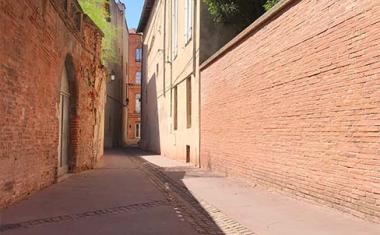 Décor pour votre tournage : la rue Neuve, petite rue typique de Toulouse