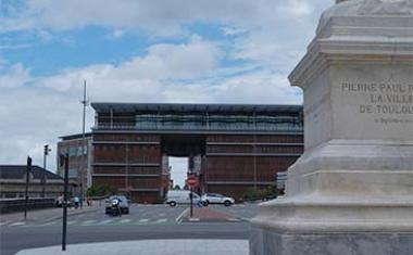 Décor pour votre tournage : l'arche Marengo à Toulouse
