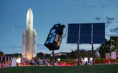 Décor pour votre tournage : les jardins de la Cité de l'espace avec la fusée Ariane